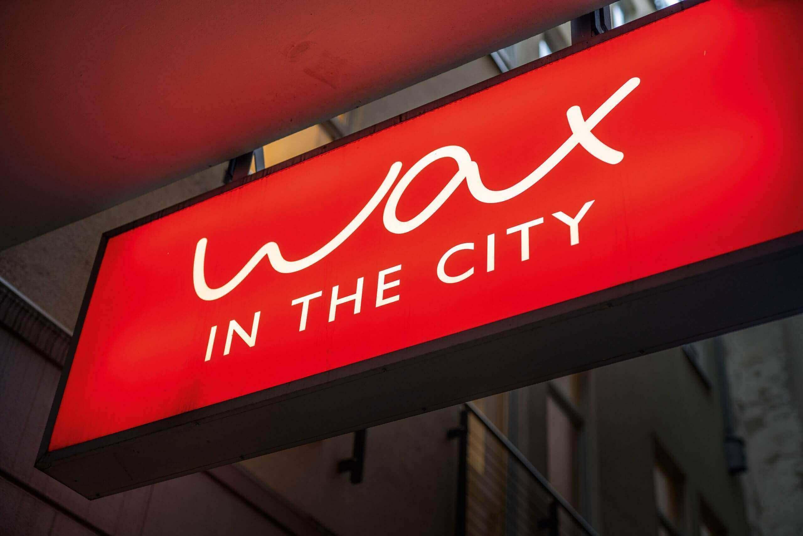 Schild eines Waxing Studios